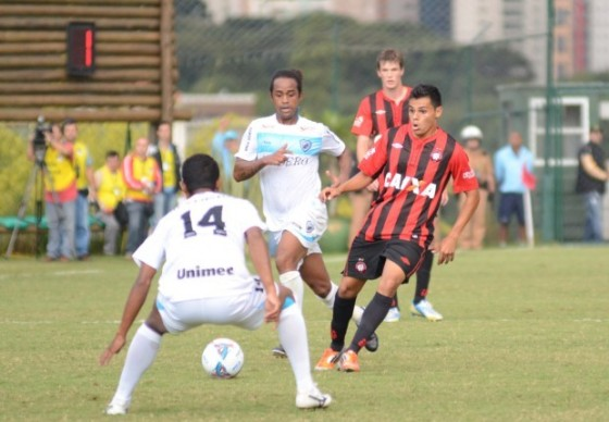 Lucas Dantas estreia com a camisa rubro-negra