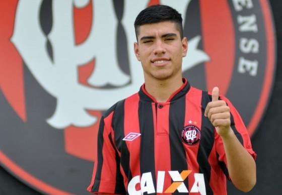 Revelação uruguaia, lateral-esquerdo Lucas Olaza reforça o Atlético Paranaense